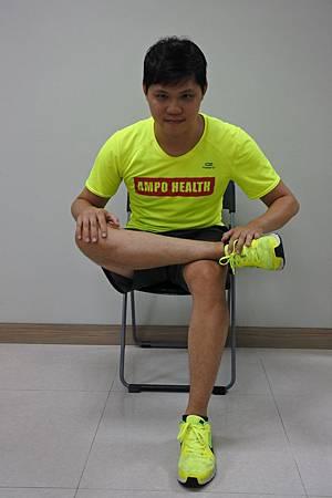 臀肌伸展(坐).jpg