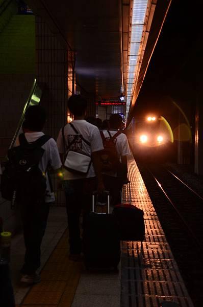 01火車進站!往善果林的第一步,出發囉!.JPG