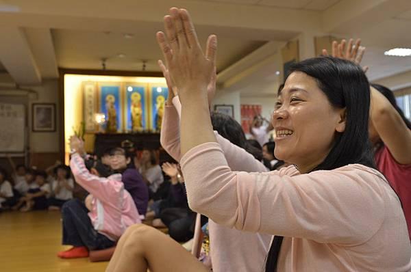 1家長們充滿喜樂的掌聲,將是孩子們進步的動力!20110514_155.JPG