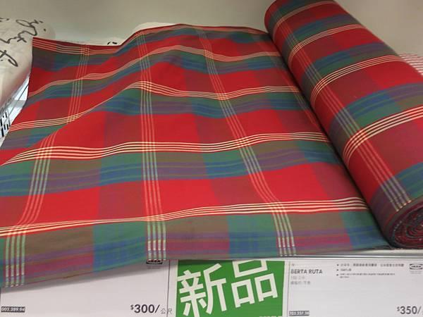 1021005-IKEA紅格子.jpg