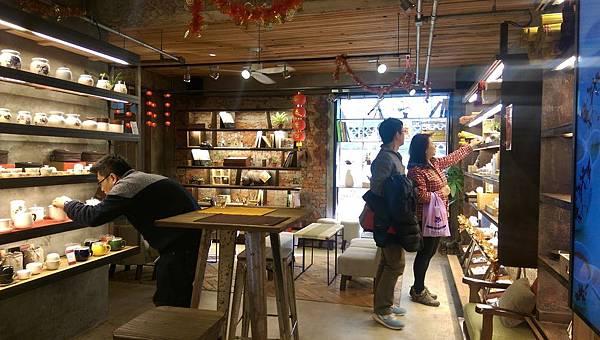 IMAG0210--飲茶座位區及禮品選購區-4.jpg