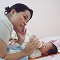 DSCF4841餵寶寶.JPG