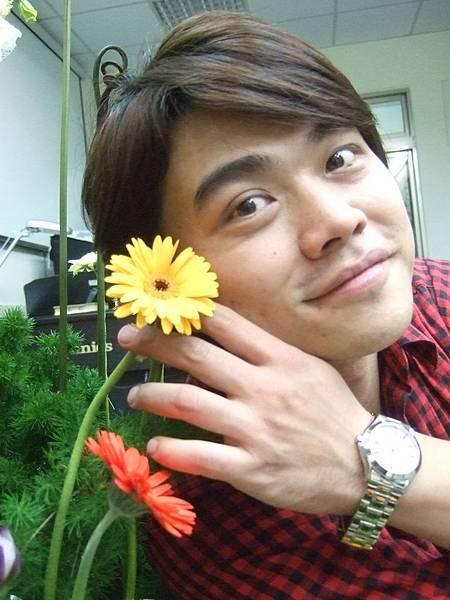 DSCF0953李小豬跟花.JPG