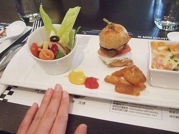 DSCF1374好小的漢堡.JPG
