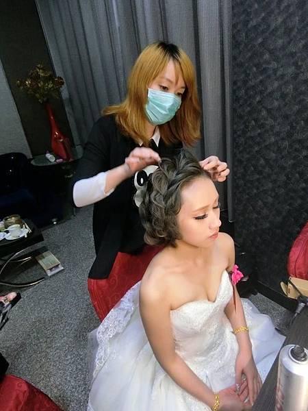 娃娃妝造型彩妝讓妳甜美又年輕|婚宴造型,玫瑰花編,娃娃妝|桃園新娘秘書