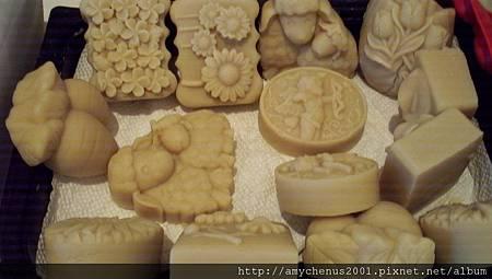 蜂蜜燕麥羊奶皂(乳香,花梨木)