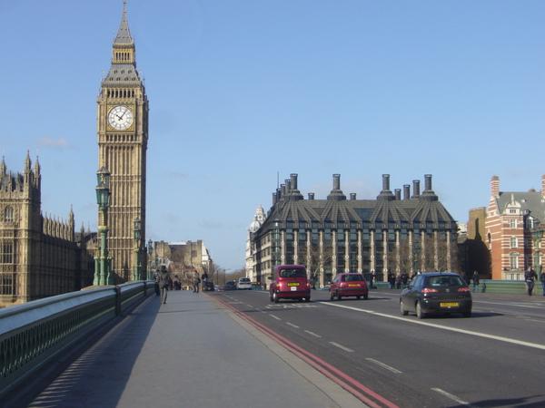 又要打國會大廈門前經過了,我們當真將它的四周都繞行了一圈了哩!.JPG