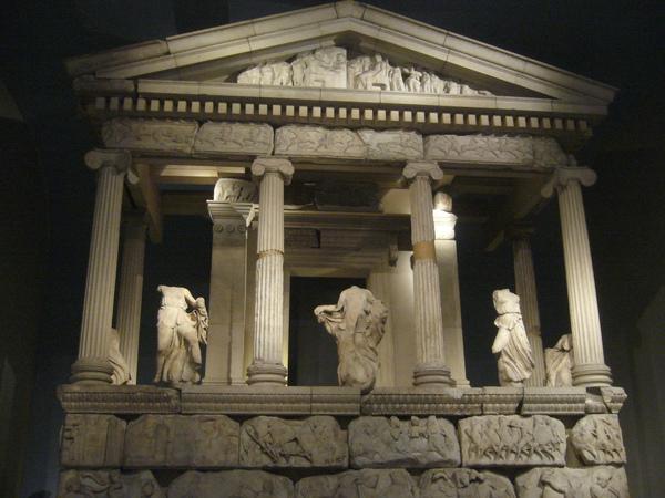 希臘館,這巨形文物是如何帶回來的.jpg