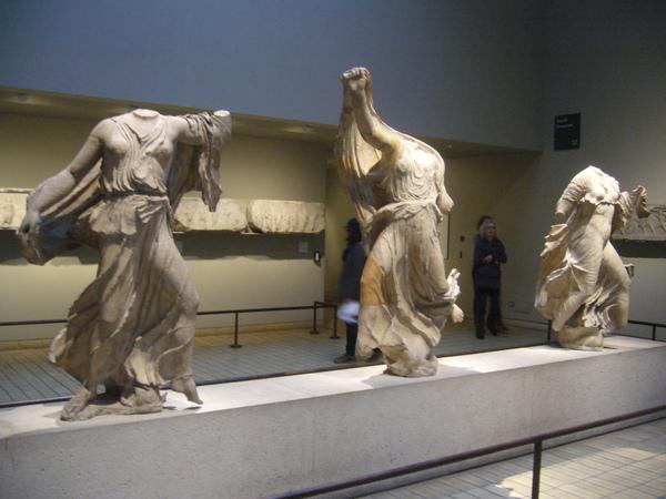 希臘館-三位希臘神話裡的人物,都已經没有頭了.JPG