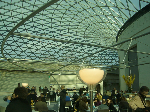 倫敦-大英博物館-用餐處-不記得這是三還是四樓.jpg
