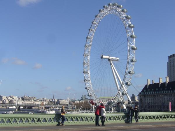 倫敦眼-應該比美麗華的摩天輪還大吧!.JPG