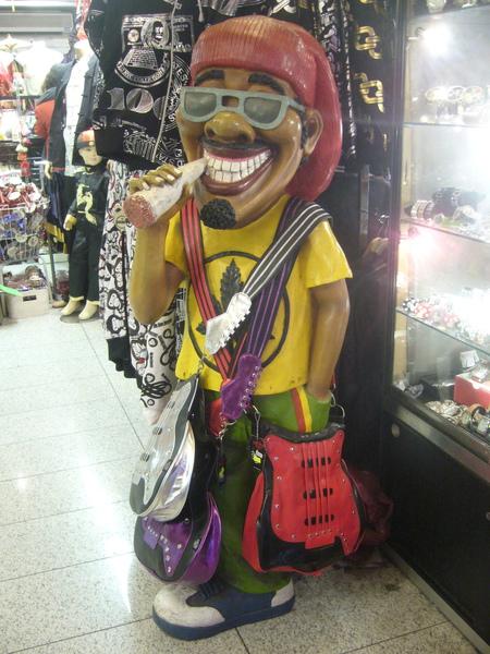 這是位在China Town裡的店,幾家合在一起做生意,賣些衣服和記念品..jpg