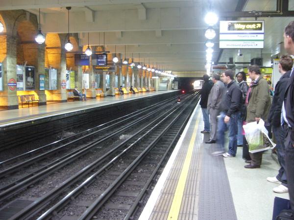 倫敦~St Paul's地鐵站-1.JPG