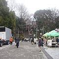 走上階梯就是上野公園嘍!.JPG