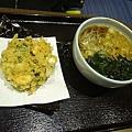 晚餐J-20100327-J的麵跟老公的一樣,只是多了一盤天婦羅..JPG