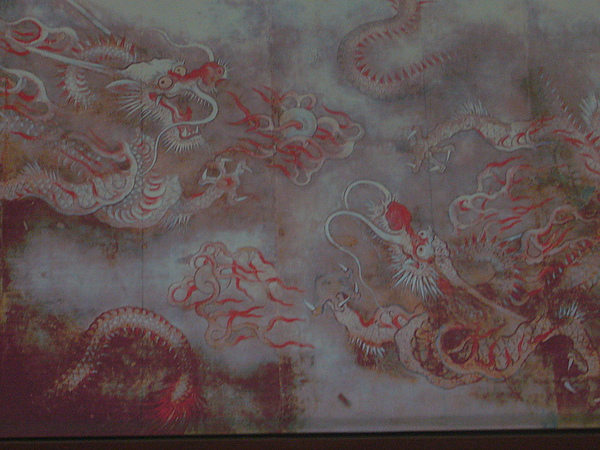 景福宮-七爪金龍必須從其中一個門看才看得到..JPG