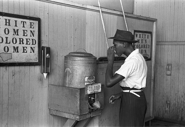 -Colored-_drinking_fountain_from_mid-20th_century_with_african-american_drinking.jpg