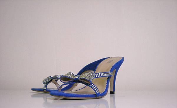 high-heeled shoes 1