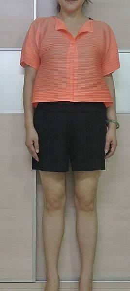 pp粉橘橫向壓褶短外套DSC_2578-1