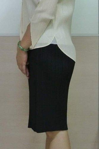 pp黑色厚料膝上裙-1.jpg