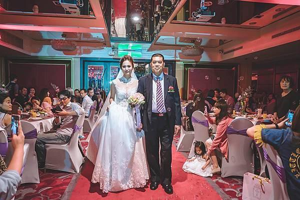 第一次進場新娘與父親進場.jpg