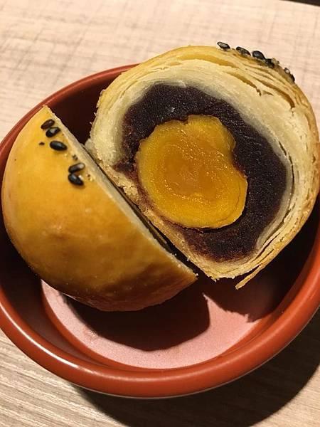 蛋黃酥二.jpg