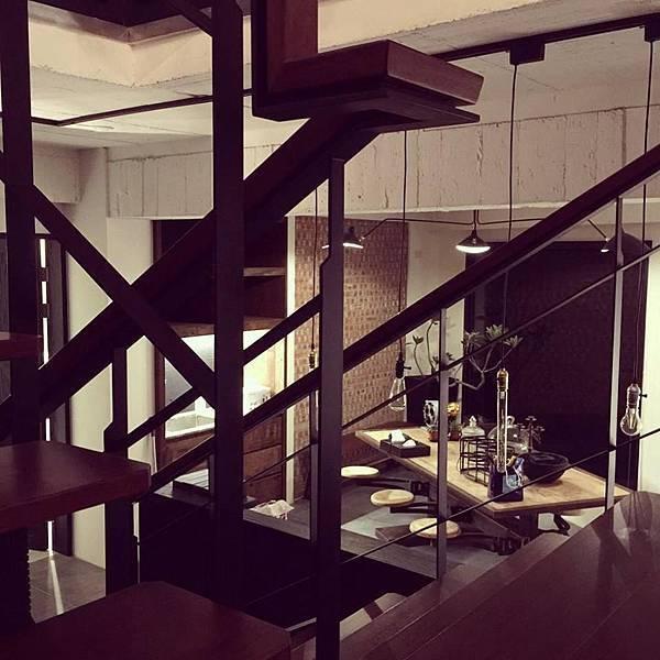 從樓梯拍二樓.jpg