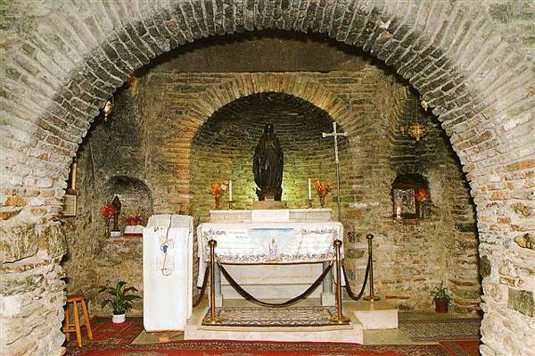 Virgin-Mary-House-Ephesus_03