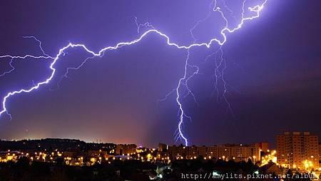 thunder-over-a-city-night-328610