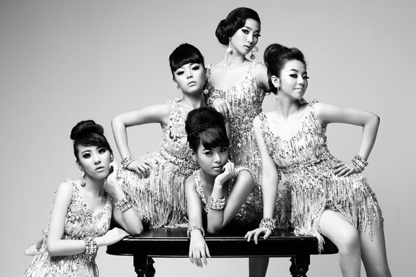 wonder-girls-black-and-white.jpg