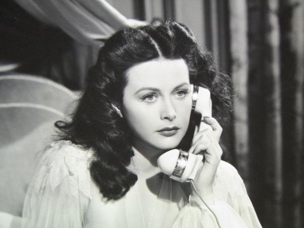Calling-Hedy-Lamarr-Telefon.jpg