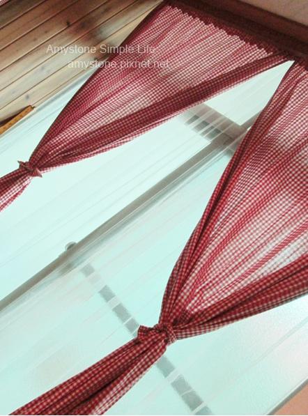 紅格子窗簾