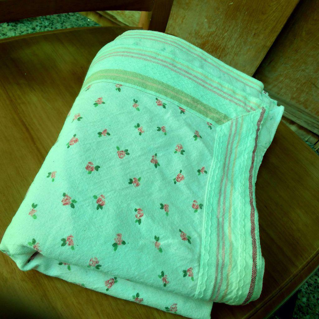 小花粉桌巾