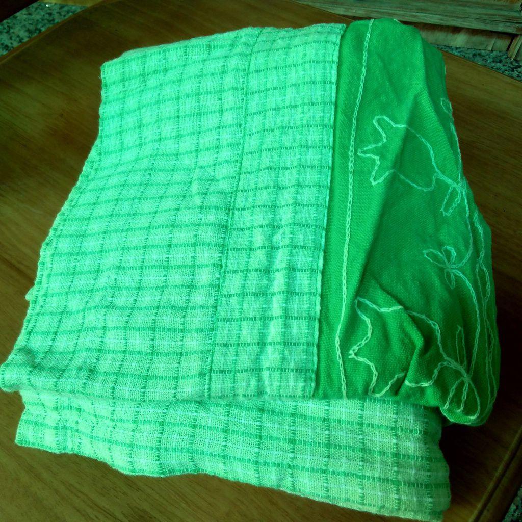 草綠色門簾