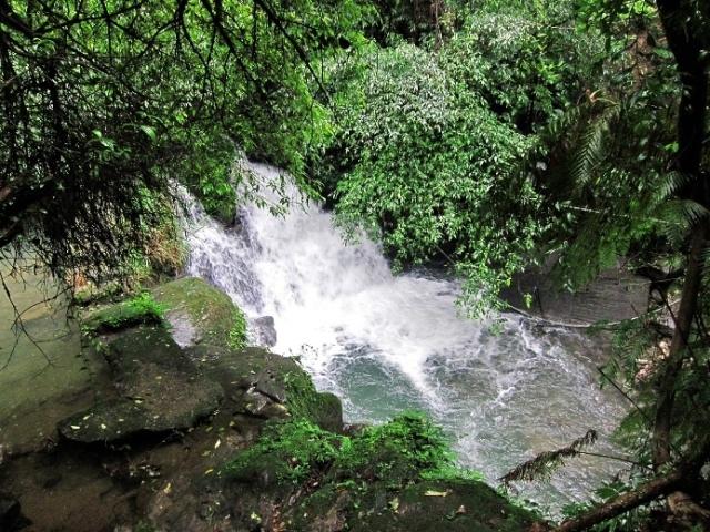 106031109望古瀑布第一層半圓馬蹄型瀑布.JPG
