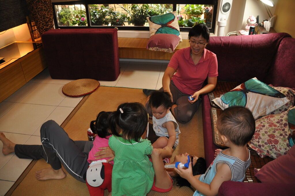DSC_0149 咪咪ㄚ姨被圍住了。