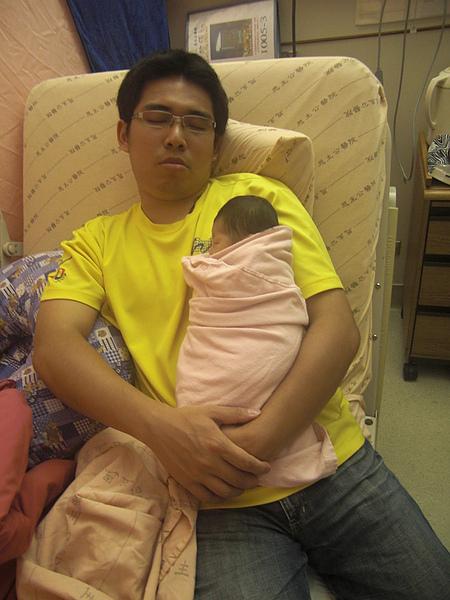 抱著睡.JPG
