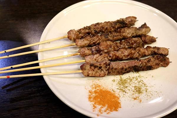 1445483916 2444824579 n - 熱血採訪【台中。維吾爾新疆碳烤】有別一般碳烤口味,沉浸在獨特香料世界裡享受美食
