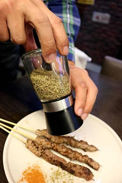 1445484059 2627567583 n - 熱血採訪【台中。維吾爾新疆碳烤】有別一般碳烤口味,沉浸在獨特香料世界裡享受美食