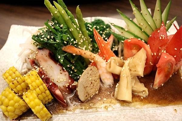 1450799360 2737567120 n - 熱血採訪【台中。築也日本料理店】應有盡有任君選擇的平價美食