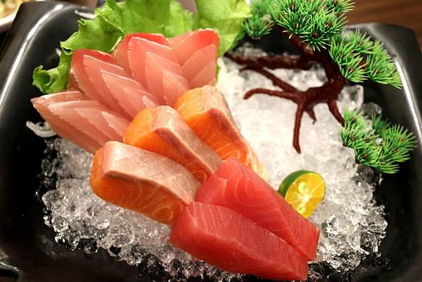 1450799372 1162444341 n - 熱血採訪【台中。築也日本料理店】應有盡有任君選擇的平價美食