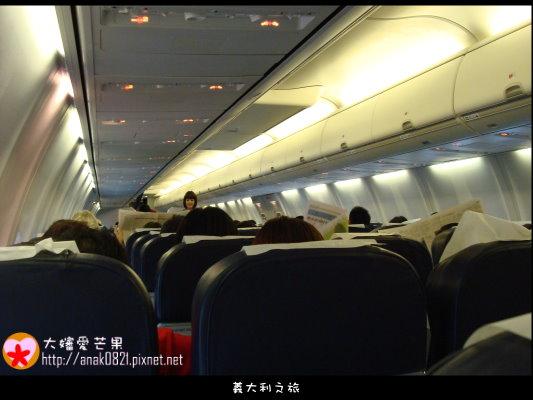 004坐飛機囉.JPG