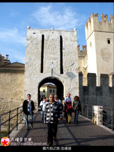 072回頭看史卡拉城堡.JPG