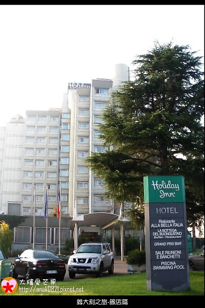 4-01-holiday- inn-hotel.JPG