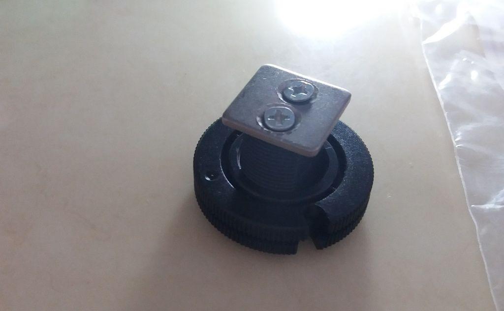 Polaroid寶麗萊CUBE+ 架設在相機熱靴上
