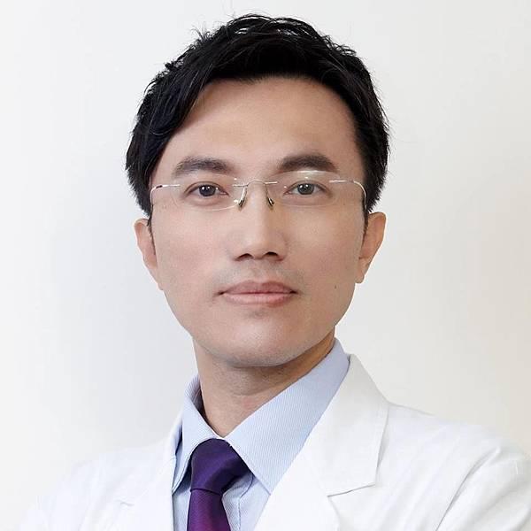 首席黃俊源醫師.jpg