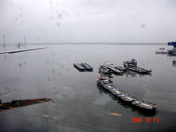 名古屋機場 on a rainy day