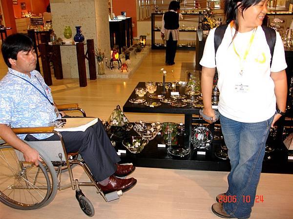 尻先生體驗輪椅