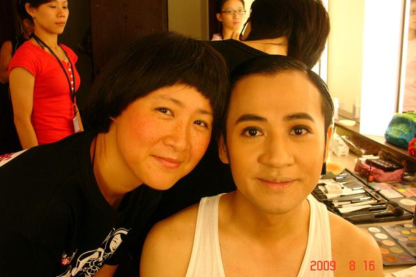 完成...話說我的化妝師怎麼有藍心眉的FU