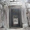 迴廊那一面的佛像